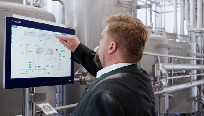 Man operates monitor at Brew Center Freising